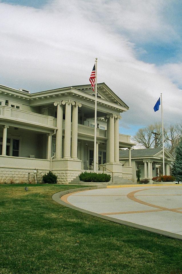 gov mansion flags